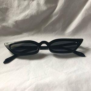 4/25 🖤 Mini Cat Eye Sunglasses